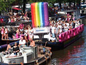 20160717_gay-pride_AKZO_Nobel_boat